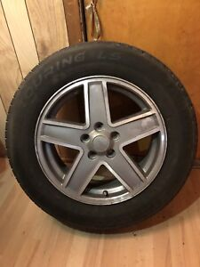 Jeep Patriot rims with 215/65/17 tires NEGOCIABLE