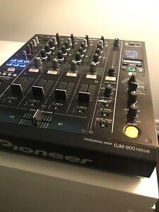 DJM Pioneer 900 Nexus w/ travel case
