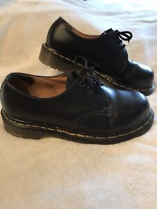 Doc Marten Made in England Size 7 Men's Lace Up Oxford EUC