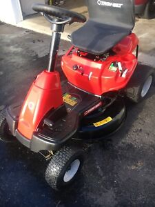 Lawn tractor like new 2 years