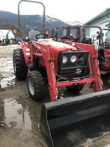 2013 Massey Ferguson 1529 tractor with loader