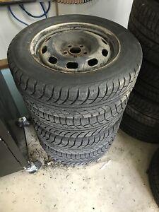 4 Roues 15'' 5x100 et pneus hiver 195/66R15 utilisé une saison