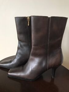Ladies genuine leather size 5.5 boots