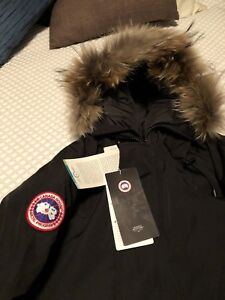 Canada goose bomber jacket perfect copy for men large