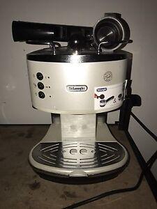 Delongi  coffee machine Clyde Casey Area Preview