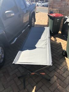 Fold up stretcher bed