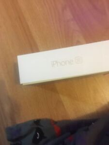 Brand new iPhone se $220