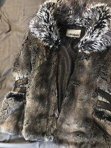Faux fur Guess vest