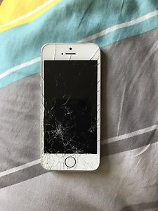 *** APPLE IPHONE 5S CRACKED SCREEN ***