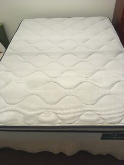 Double mattress with sturdy base