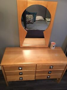 Keyhole dresser set