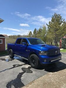 2014 ram 1500 sport (fully loaded)
