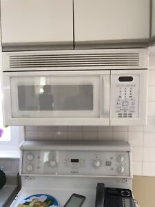 Microwave with exhaust fan