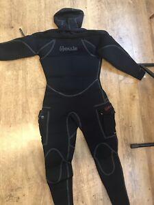 Scuba diving Hollis neotek semi dry suit