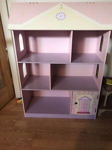 Maison barbie , maisonnette, garderie, rangement de jouet