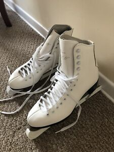 Brand New Ladies size 9 figure skates