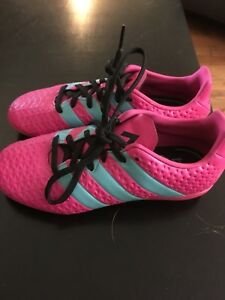 Soccer shoes / cleats