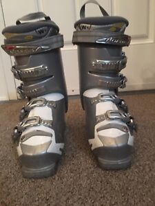 Lady's Norco ski boots