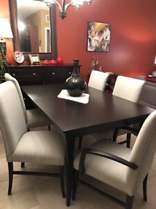 Quebec Solid Wood Dining Room Table & Chairs