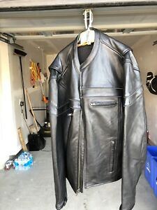 Leather motorcycle jacket with vent zippers