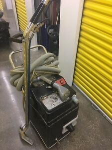 Extractor carpet cleaning machine