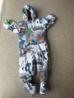 QuiKsilver Size 2 ski suit with booties