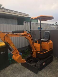 Brand new 0.8 tonne mini excavator, cheap/ reliable hire