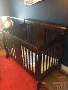 Used crib few dings and marks on it not perfect