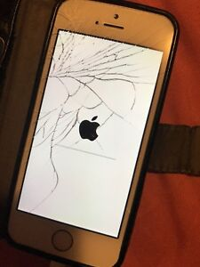 Rose Gold iPhone SE 64GB - CRACKED SCREEN