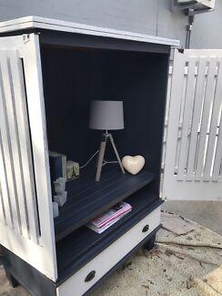 Hampton's beach style TV or display hutch