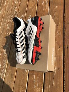 Mens Umbro soccer cleats size 9 only used 3 months $15