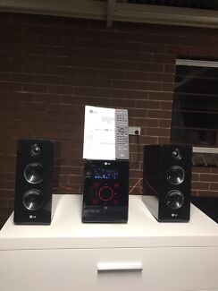 LG mini home theatre system in good working condition $200