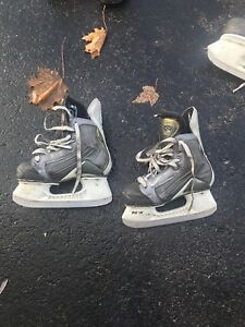 Nike Quest ice skates size 1d