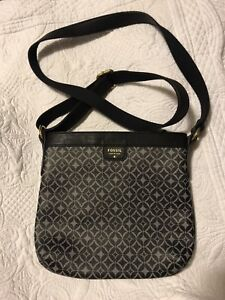 Fossil crossbody (authentic)
