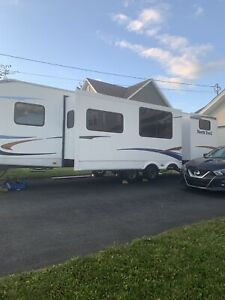 2011 North Trail 32 buds travel trailer