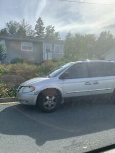 2004 dodge caravan Mvi expired asking $1700 obo