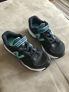 New Balance runners/sneakers/running shoes size 3 1/2 kids/youth