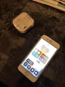 IPhone 6 64G 9.5/10 condition asking 250 obo