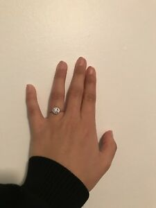 ELEGANT 14KT WHITE GOLD HALO RING NEVER WORN