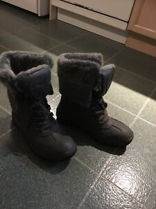 Ladies PAJAR boots. Literally like new ( worn once only). Size 8