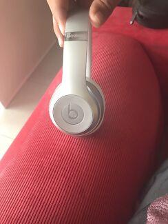 Silver Wireless Solo Beats 3