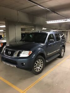 2008 Nissan Pathfinder le SUV, Crossover