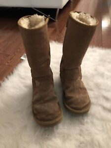 Uggs boots bottes size/ taille 4 USA fits a size 6