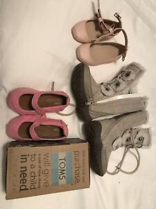 Girls shoes - size 5