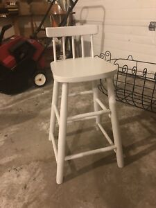 CHILD'S SIZED STOOL/CHAIR