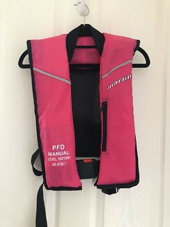 Marlin Explorer, Manual inflatable PFD L150 life jacket