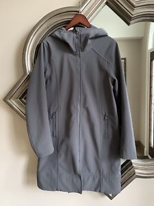 Woman's lulu lemon all weather jacket