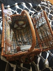 Good condition wicker picnic basket