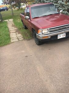 Toyota Pickup Two wheel drive 22r 5 speed