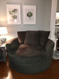 Chair ; dark gray ..delivery in Halifax